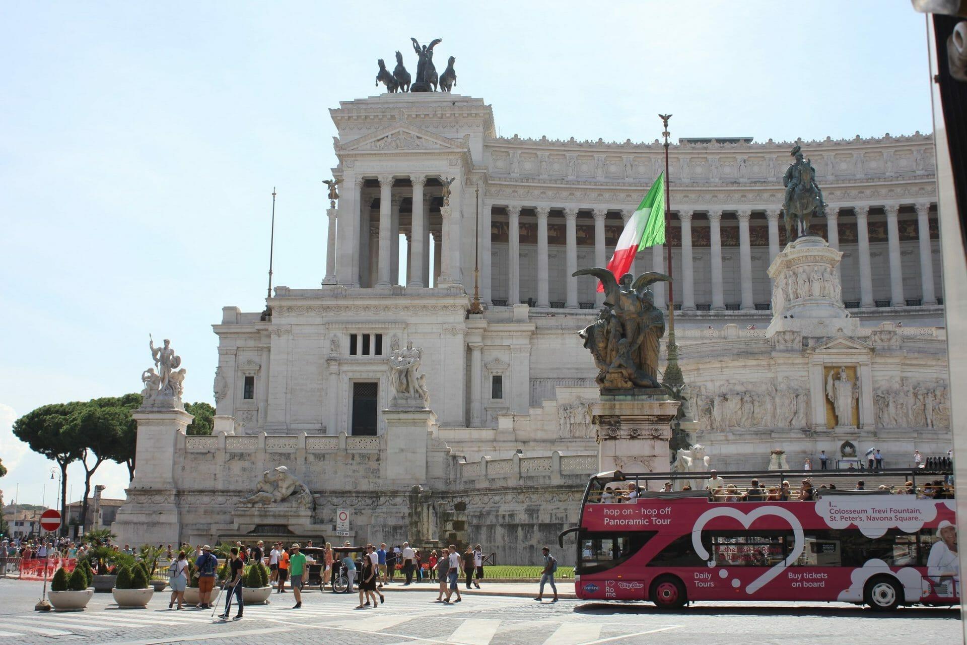 hop on hop off Rome bus tour