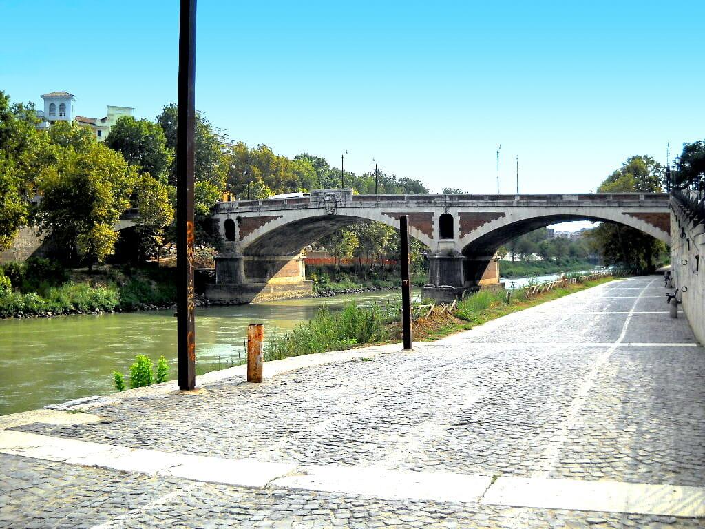 rome like a local Roma Testaccio Ponte Sublicio