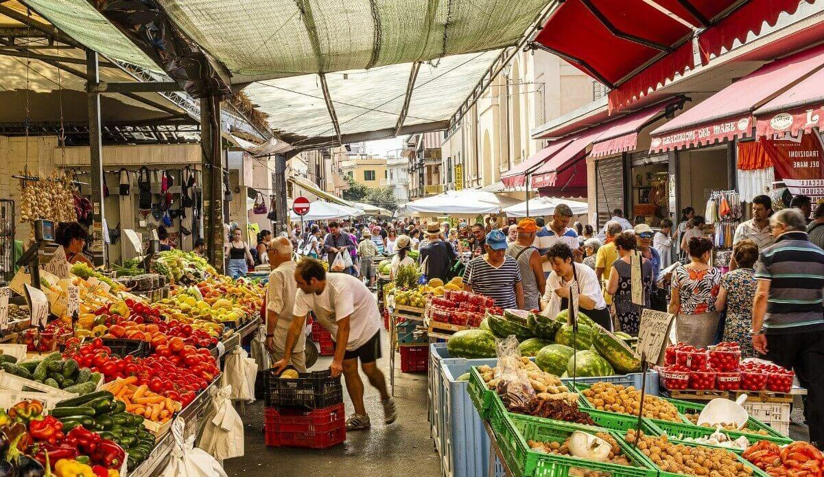 Civitavecchia port market