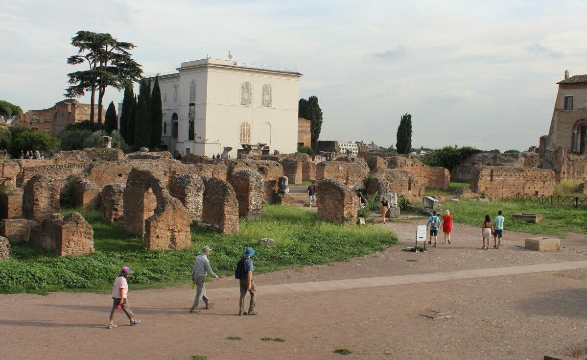 Rome sightseeing dress code